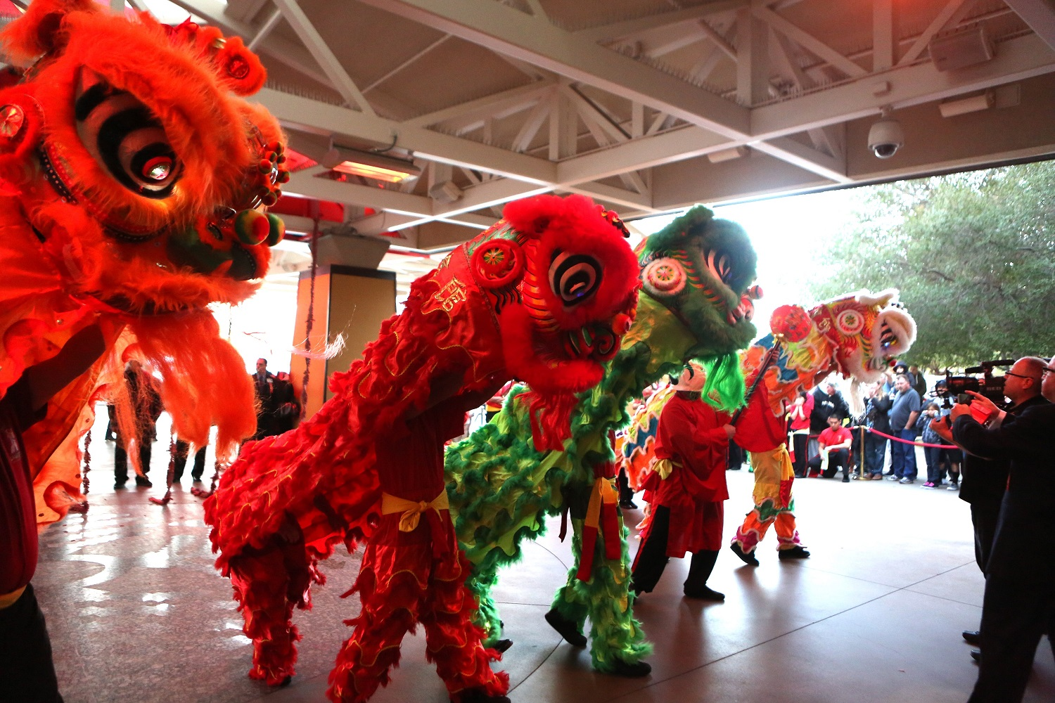 Lion Dancers@HotelEntrance_smallest